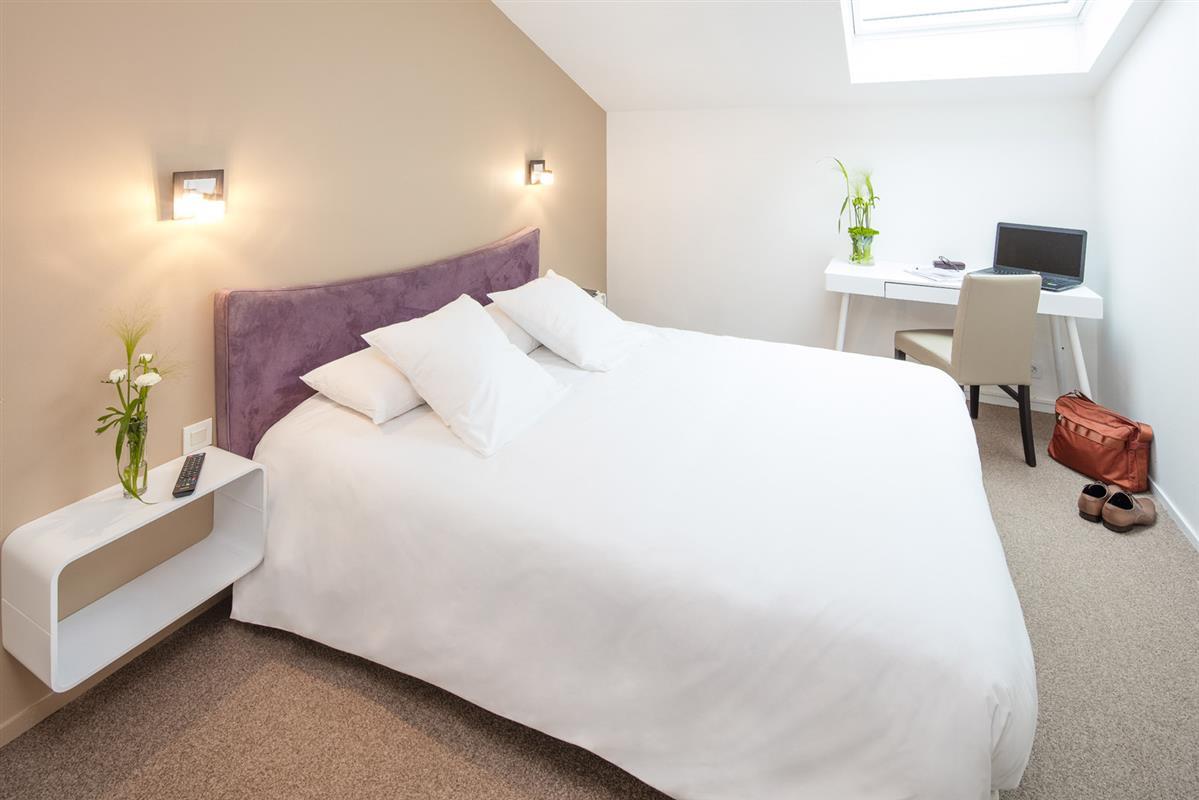 chambre single sup rieure chambre double sup rieure chambre hotel bayonne proche gare. Black Bedroom Furniture Sets. Home Design Ideas